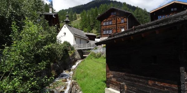 Village de montagne de Selkingen avec moulin à bétail