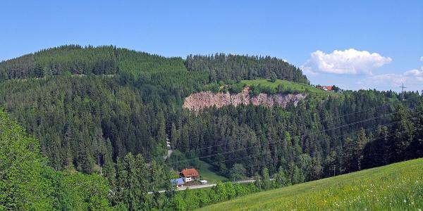 Auf der Altenburg Blick auf Steinbruch und Käppelehof