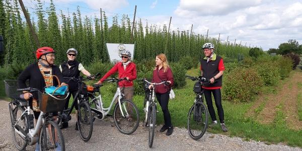 Die Radtouren in verschiedenen Schwierigkeitsgraden machen auch Halt bei den noch erhaltenen Hopfengärten