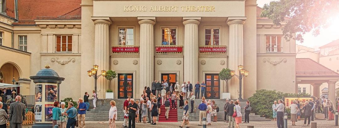 Publikum Theaterplatz Bad Elster
