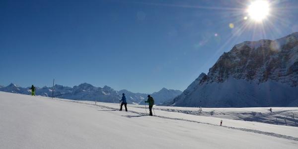 Schneeschuhlaufen auf Niederbauen, hoch über Emmetten