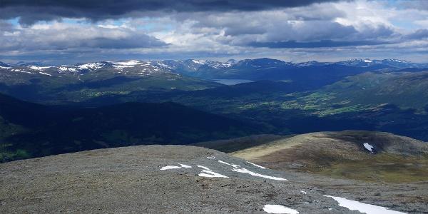 Det sies at på godværsdager kan man se helt til Trondheim fra toppen av Sissihøa. Man kan uansett se helt til Gjevilvatnet.