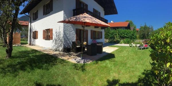 Bettinas Haus - Frühstücks-Terrasse und Garten