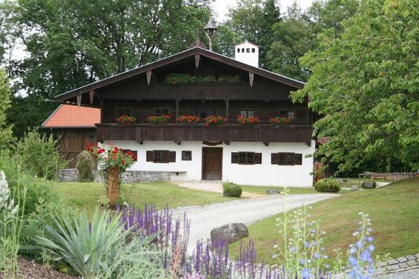 Der denkmalgeschützte Einfirsthof von vorne.