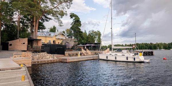Ilola Inn satama-alue ja kesäterassi