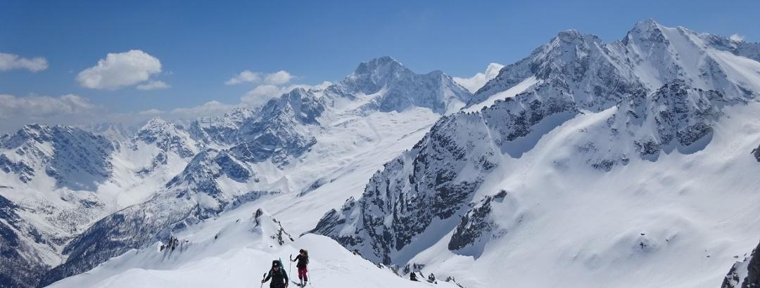Im Aufstieg zum Monte del Forno mit Blick auf den atemberaubenden Monte Disgrazia