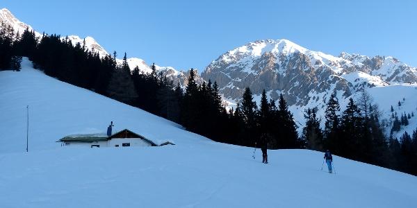 An der Solnalm vorbei, kurz bevor man in die steile Querung gelangt.