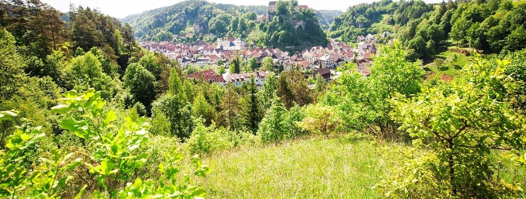 Blick auf Burg Pottenstein in der Fränkischen Schweiz