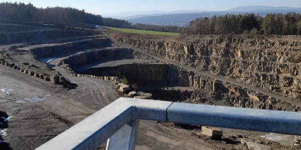 Aussichtsplattform am ehemaligen Steinbruch bei Strahlungen