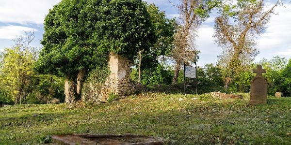 A Szent Jakab-templomrom az egykori Nemesleányfalu temetőjében