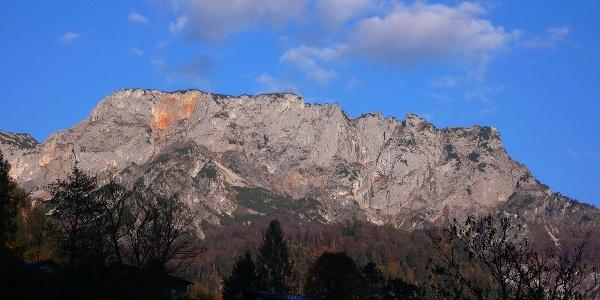 Die breite OSO-Wand des Salzburger (rechts) und Berchtesgadener (ganz links) Hohthrons