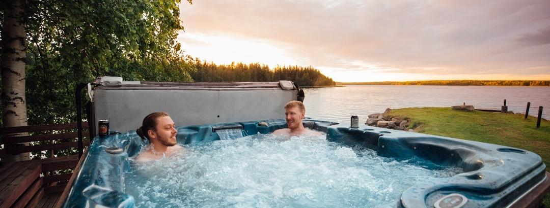 Entspannen in einem Whirlpool nach der Sauna