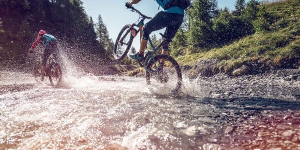 A refreshing moment crossing La Tièche stream