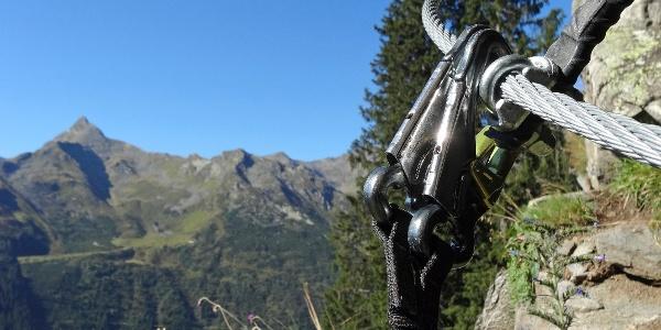 Der Klettersteig Lampfskopf in Pflersch führt über Felsen, Wiesen und durch Wälder empor bis unter den Pflerscher Tribulaun.