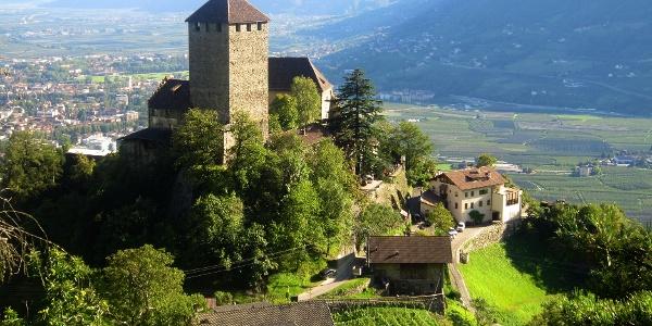 Von Schenna auf die andere Talseite nach Dorf Tirol über Meran.