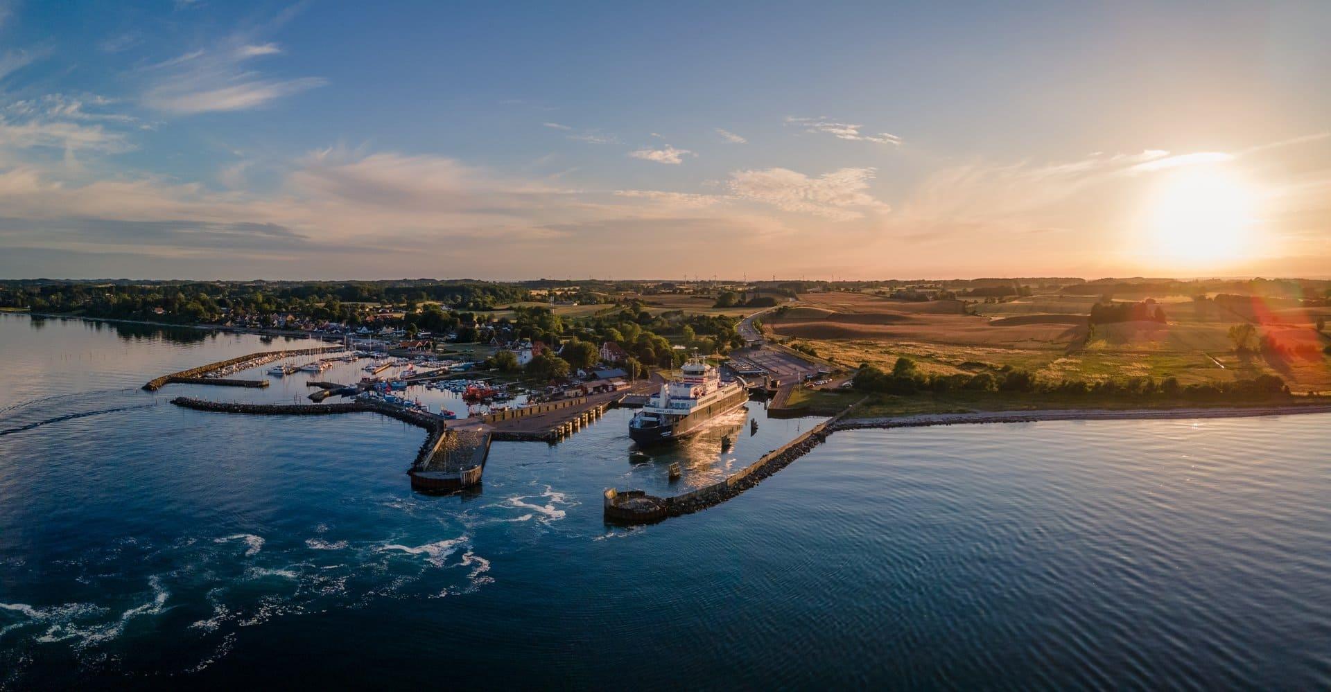 Fähre im Hafen von Spodsbjerg