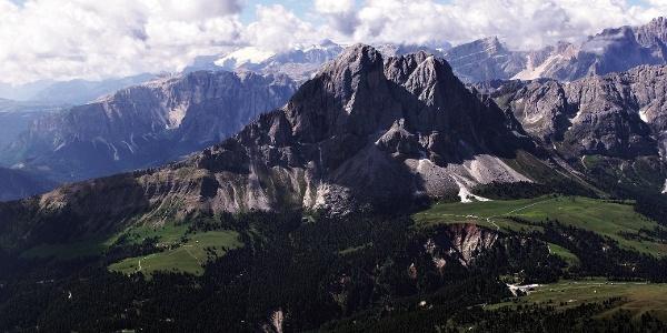 MTB-Tour um den2875m hohenPeitlerkofelim Naturpark Puez-Geisler.