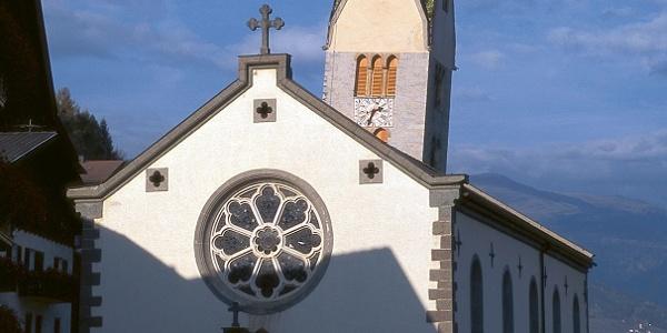 Pfarrkirche von Barbian mit ihrem schiefen Turm