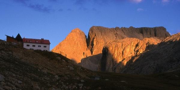 Die Tierser-Alpl-Hütte mit Molignon