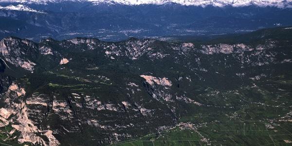 Südtiroler Unterland mit dem Mendelkamm