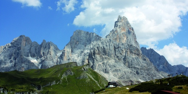 Simple but beautiful hike in the natural preserve of Paneveggio at the feet of the Pale di San Martino.