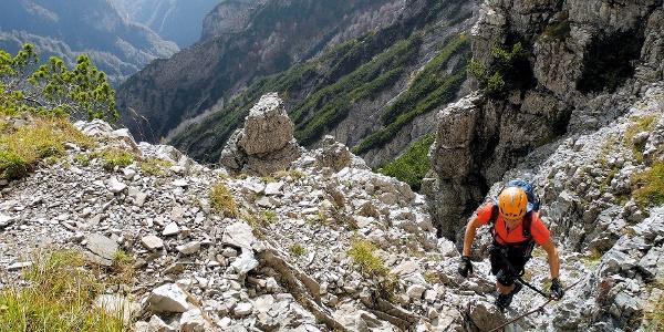 Die Schwierigkeit des Sperti-Klettersteiges liegt vor allem in seiner gesamten Länge, im zu bewältigenden Höhenunterschied