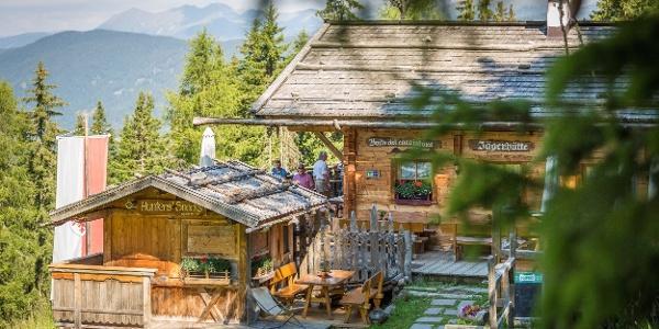 Zur großartig gelegenen Jägerhütte am Helm.