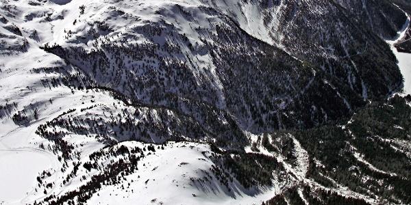Die Rodelbahn Staller Sattel führt vom bekannten Übergang hinunter zum Antholzer See.