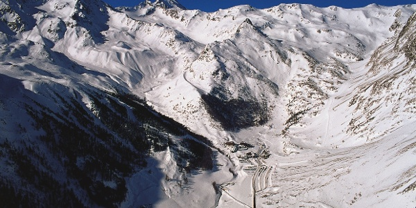 View of the snowy Val Senales/Schnalstal