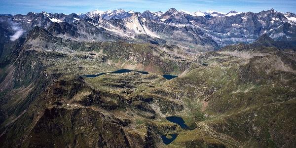 Luftaufnahme der Texelgruppe mit den Spronser Seen