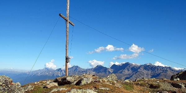 Schlichtes Gipfelkreuz am Glurnser Köpfl