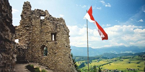 Ruine Hauenstein oberhalb von Seis am Schlern