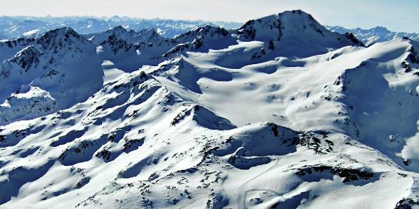Der Skitourenklassiker im Schnalstal; die Weißkugel am rechten Bildrand