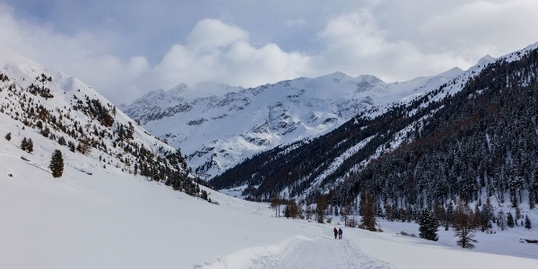 Unberührte Schneelandschaft im Langtauferer Tal - auf dem Weg zur Melager Alm