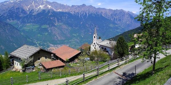Mit der Seilbahn hoch nach Aschbach und dem Bike zum Eggerhof.