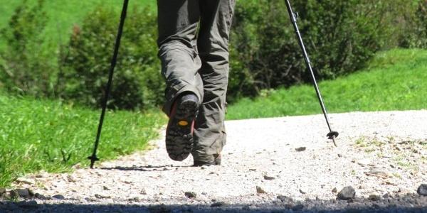 Die Wanderung bringt den Wanderer hinauf auf das Tschenglser Köpfel.