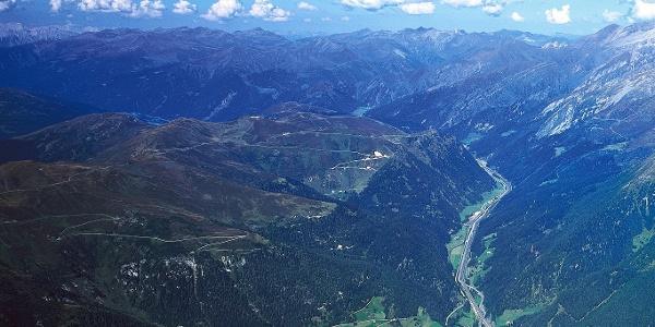 Der Tiroler Höhenweg führt am Brenner Grenzkamm entlang.
