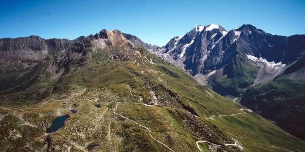 Über das Pfitscher Joch führt die 1. Etappe des Tiroler Höhenweges.