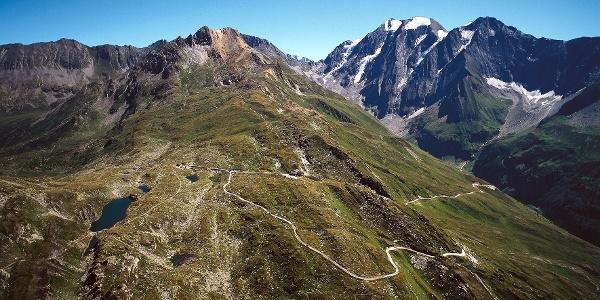 The first stage of the Tyrolean alpine path leads from Schlegeisspeicher up on the Pfitscherjoch.