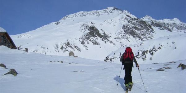 Die Skitour führt an der Gögealm vorbei