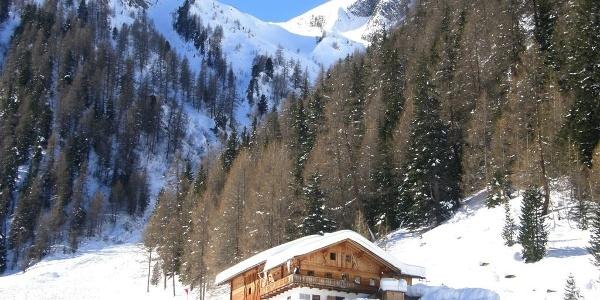 An der Marxegger-Alm im Tauferer Ahrntal führt die Skitour vorbei.