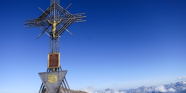 The summit cross of the monte di Magro mountain.