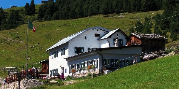 Die Klausner Hütte, der beliebte Zwischenstop auf dem Weg zum Latzfonser Kreuz