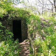 Katonai bunker bejárata 2021. május 8., szombat
