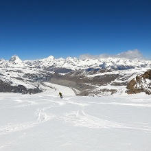 Abfahrt über weite Gletscherhänge