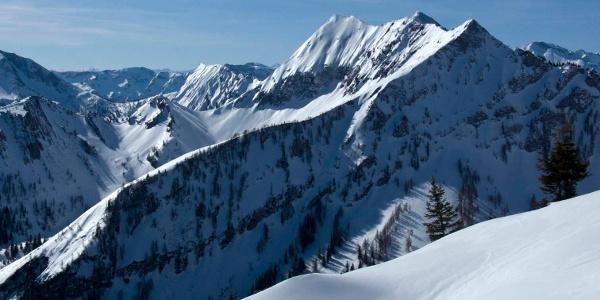 Aus den Gipfelhängen zeigen sich Zunderspitze und Hohe Gans besonders aufregend.