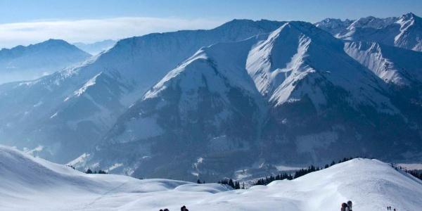 Aus den obersten Hängen der Tour gibt es pfundige Blicke über das Zwischentorental auf die Lechtaler Alpen