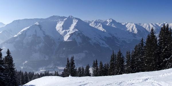 Panoramablick über das Zwischentorental auf die Lechtaler Alpen mit der markanten Pleisspitze