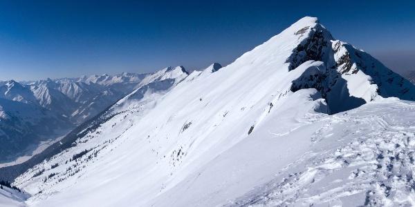 Gipfelpanorama mit der nachbarschaftlichen Hochschrutte