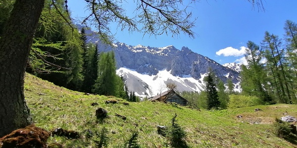 von der Grosalm – Impression 4 (Abschied von der Alm mit Blick nach Süden zur Breitwand (li.), zum Lärchenberg und Lärchenturm)